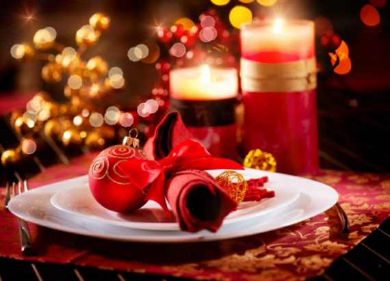 Christmas Dining Table Decor In Red And White  (18)