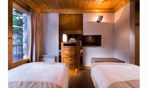 ski-lodge-aurore-a-spectacular-chalet-inspired-modern-villa-french-village-meribel-13