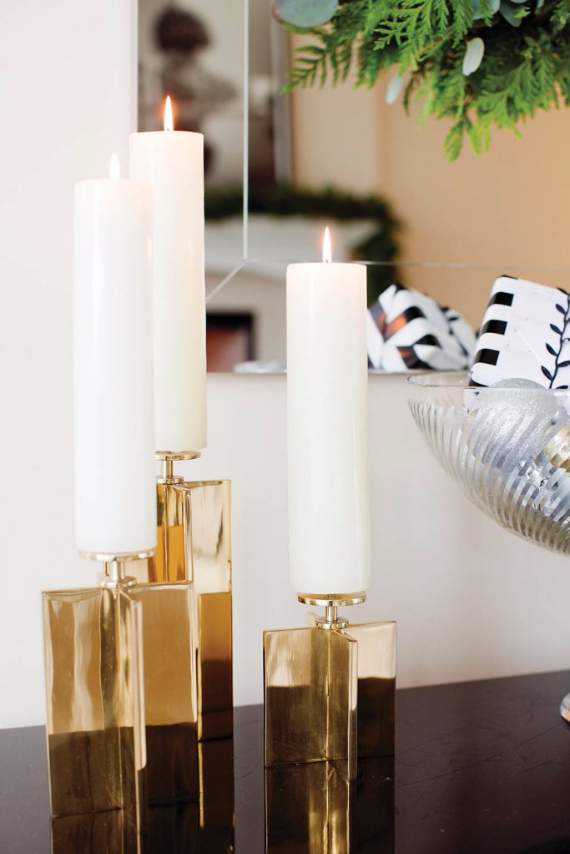 Take a Peek at Michael Bublل's Sleek and Elegant 'Christmas' Home (7)