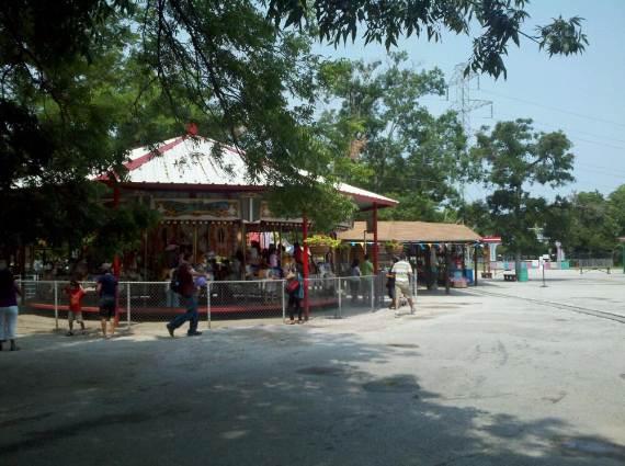 Family-fun-Sandy-Lake-Amusement-Park-11