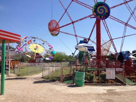 Family-fun-Sandy-Lake-Amusement-Park-4