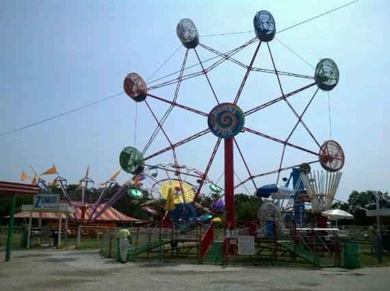 Family-fun-Sandy-Lake-Amusement-Park-9