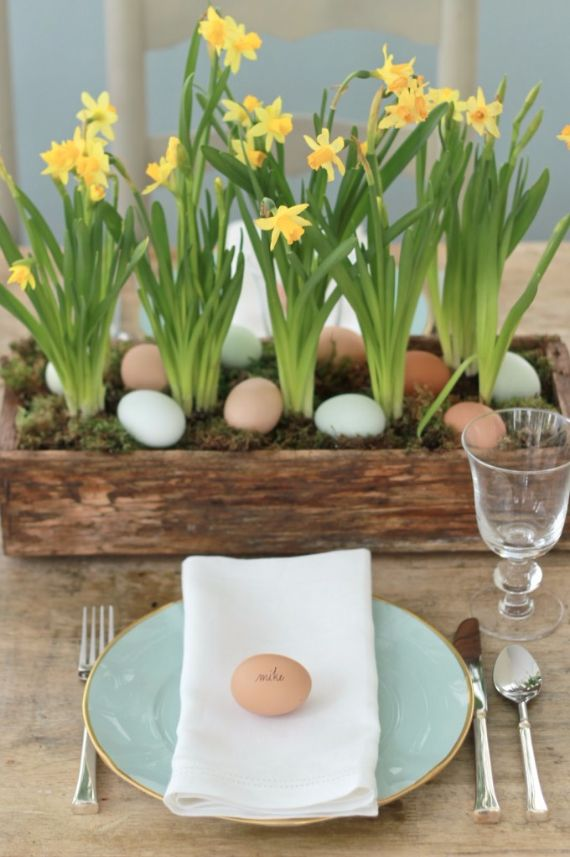 Creative easter table setting ideas in blue and white to for Easter dinner table setting ideas