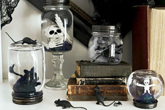 Elegant Gothic, Ghastly & Gory Halloween Decorations (7)