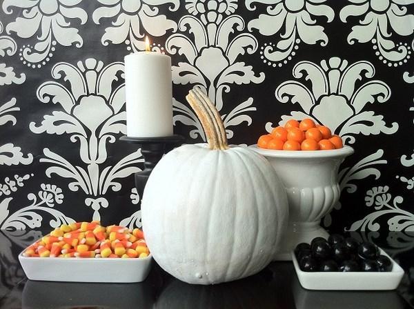 Modern-Halloween-decoration-ideas-Halloween-candy-display