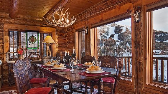 Amazing Mountain High Chalet Integrating Modern Life Perks in Colorado (1)