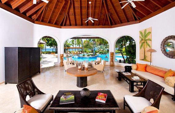 Attractive Beachfront Villa on the West Coast of Barbados - Greensleeves (2)
