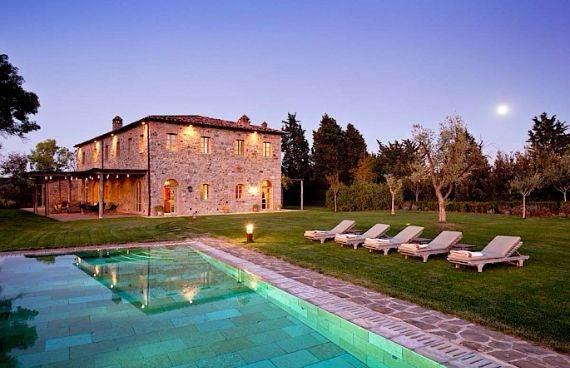 Minimalist Villa In Italian Landscape Offers Expansive