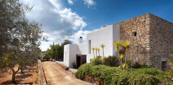 elegant-and-stylish-mediterranean-style-home-in-the-baleares-ibiza-2