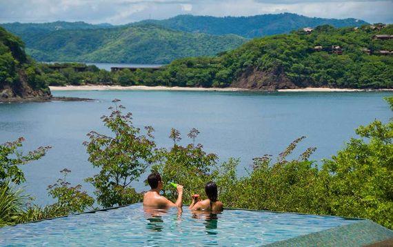 Green Contemporary Vacation Home in Costa Rica Villa Manzu (6)
