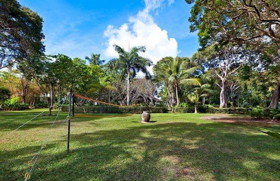 Highly Inviting Fustic House Private Estate in Barbados (20)