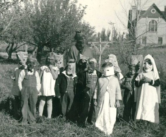 Modern Day Halloween Traditions & History (2)