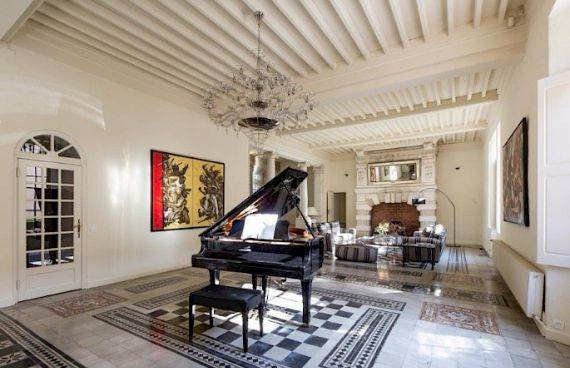 Sophisticated Traditional Details  at Chateau Alicante in France (39)
