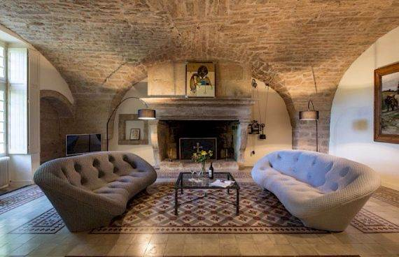 Sophisticated Traditional Details  at Chateau Alicante in France (4)