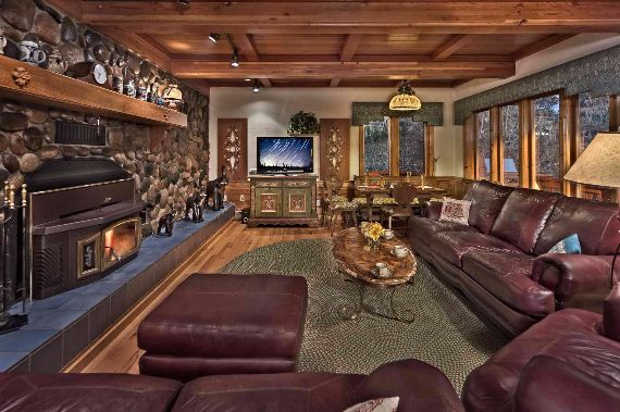 Traditional Mountain Chalet Integrating Modern Life Perks in Colorado; Senner Chalet (8)