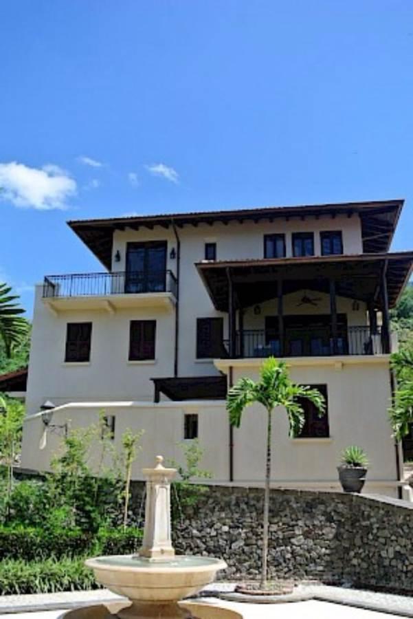 Casa Pinita - Exquisite Modern Home in Costa Rica (13)
