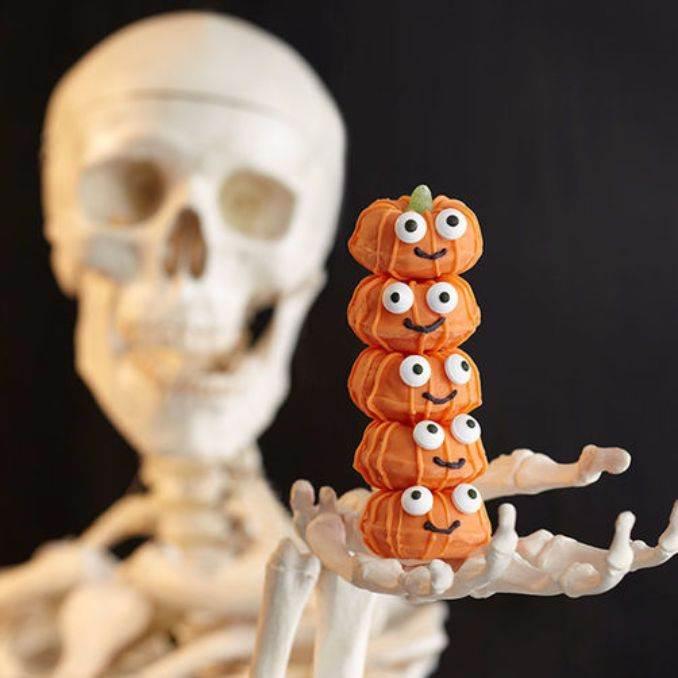 Easy Halloween Donut Treats (50)