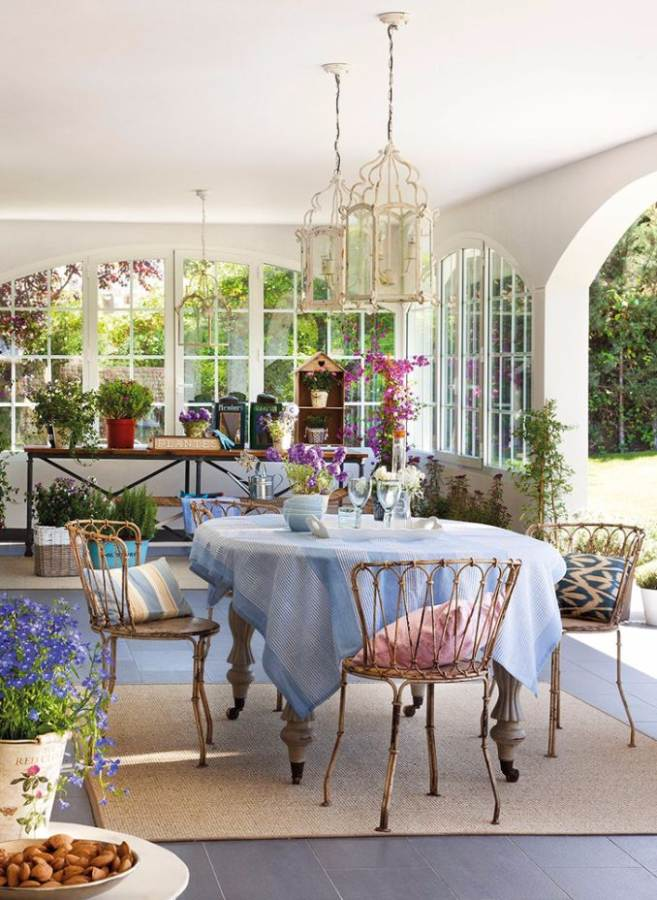 Bright Interior Country House For Family Holidays (6)
