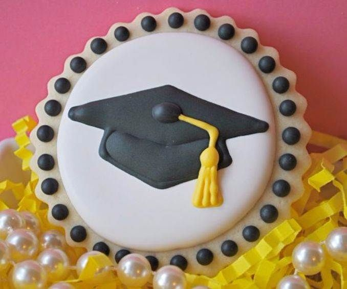 Simple but Creative Graduation Cakes and Cupcakes (2)