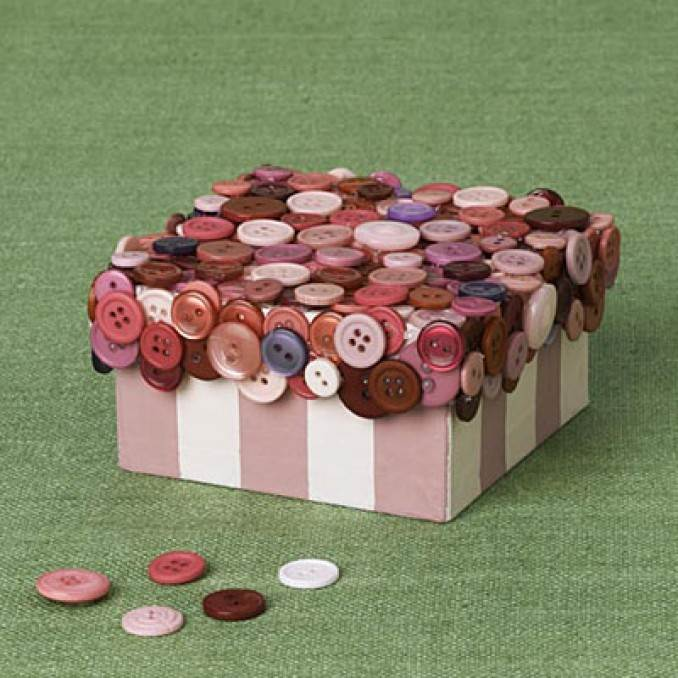 Creative DIY Craft Decorating Ideas Using Colorful Buttons (37)