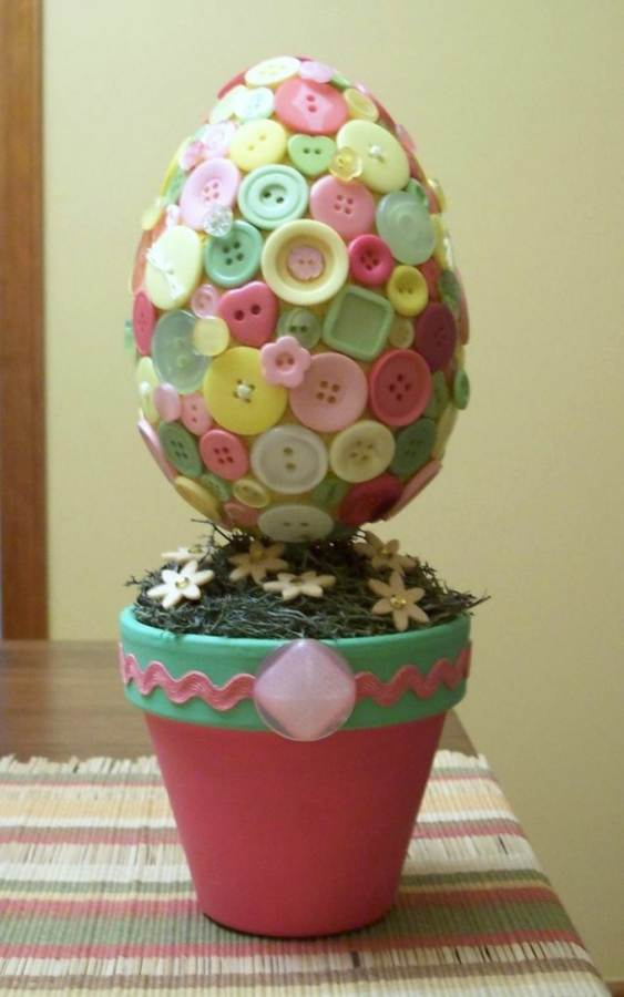 Creative DIY Craft Decorating Ideas Using Colorful Buttons (4)