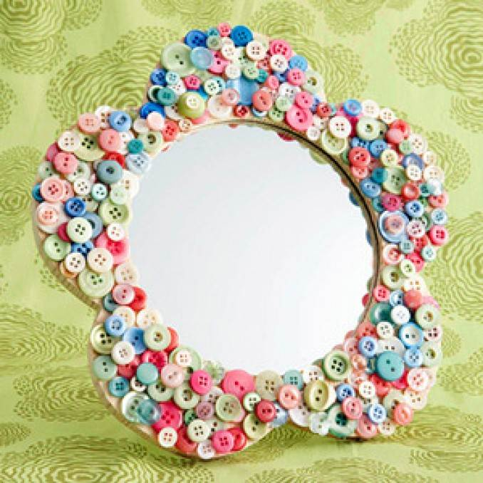 Creative DIY Craft Decorating Ideas Using Colorful Buttons (46)