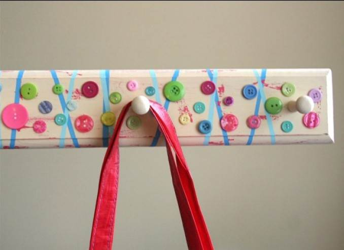 Creative DIY Craft Decorating Ideas Using Colorful Buttons (52)