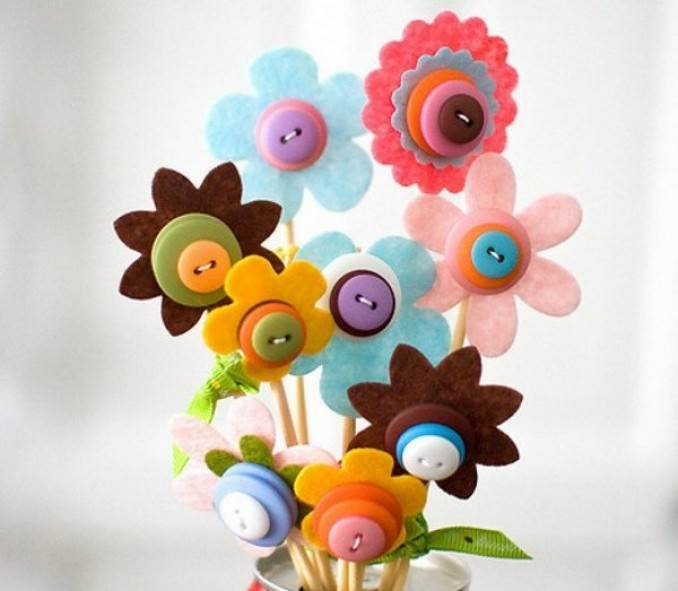 Creative DIY Craft Decorating Ideas Using Colorful Buttons (6)