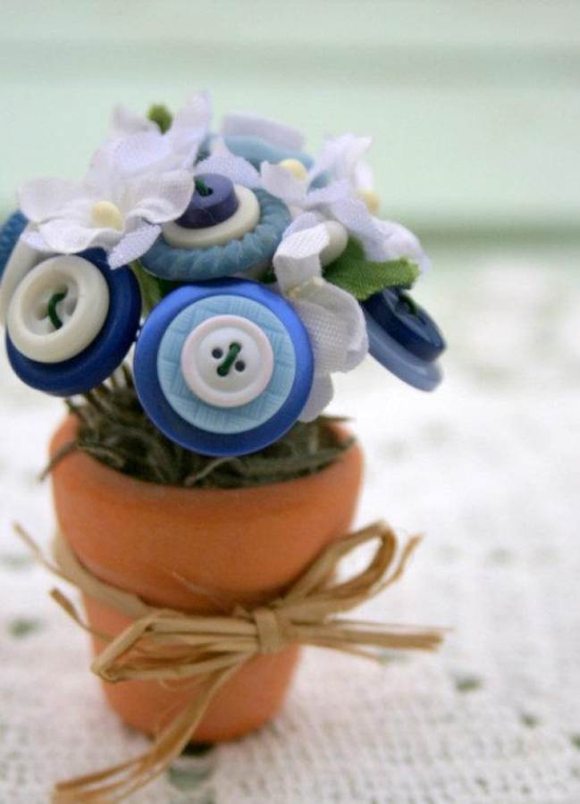 Creative DIY Craft Decorating Ideas Using Colorful Buttons (61)