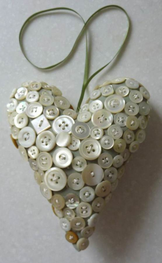 Creative DIY Craft Decorating Ideas Using Colorful Buttons (62)