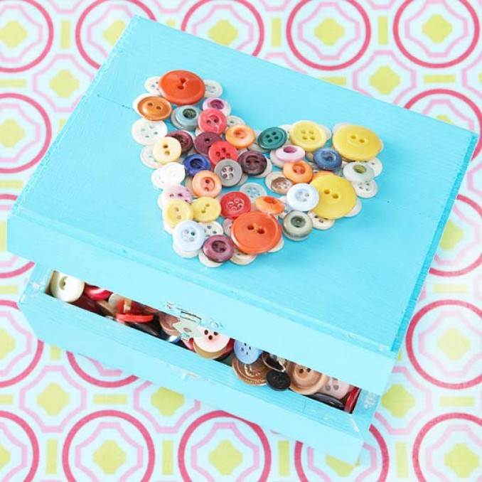 Creative DIY Craft Decorating Ideas Using Colorful Buttons (65)