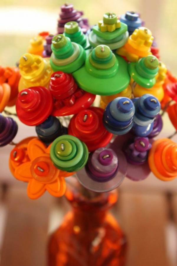 Creative DIY Craft Decorating Ideas Using Colorful Buttons (66)