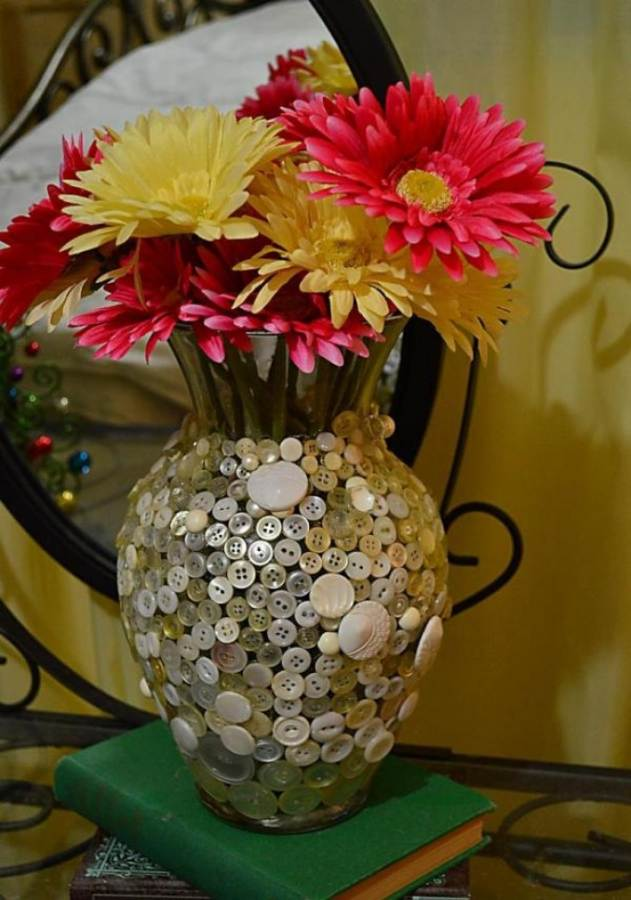 Creative DIY Craft Decorating Ideas Using Colorful Buttons (67)