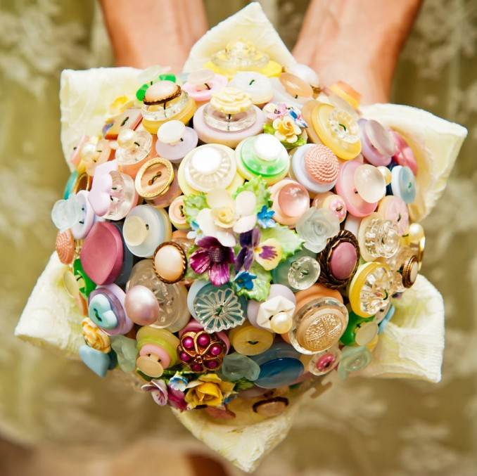Creative DIY Craft Decorating Ideas Using Colorful Buttons (79)