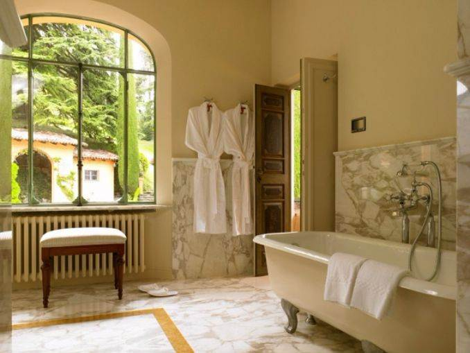 Delightful Villa On Lake Como Italy (23)
