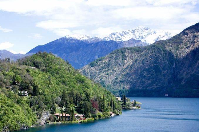 Delightful Villa On Lake Como Italy (25)