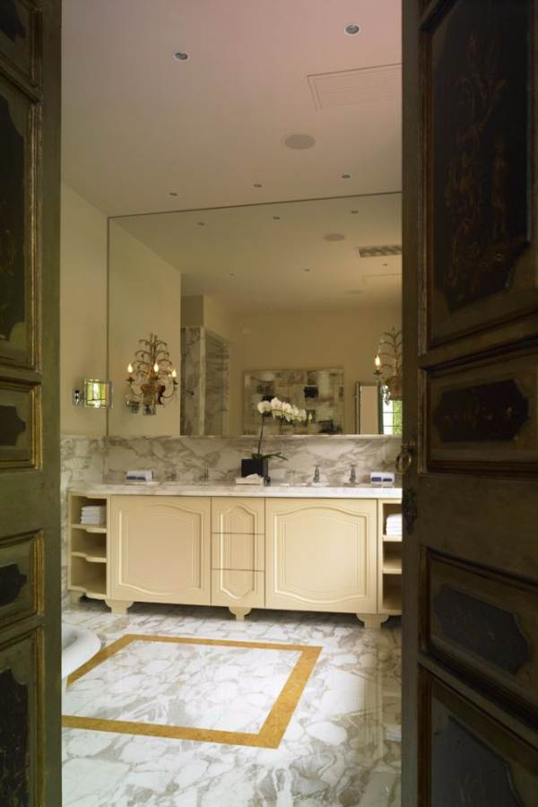Delightful Villa On Lake Como Italy (45)