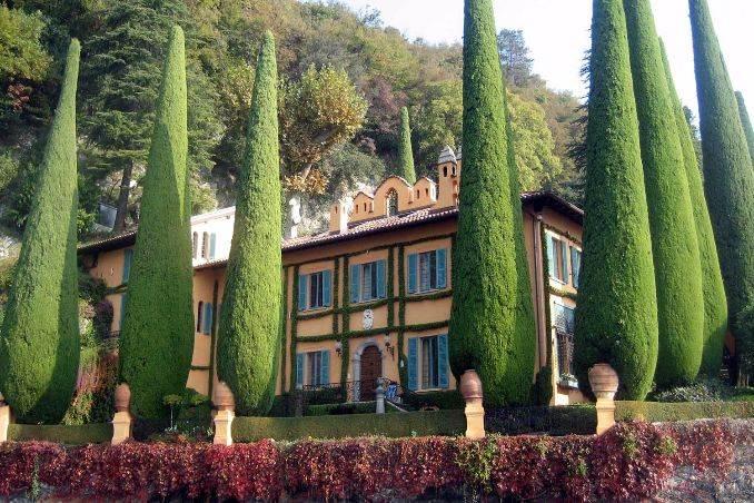 Delightful Villa On Lake Como Italy (9)