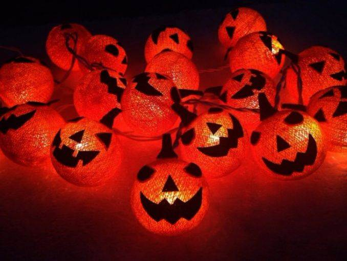 Halloween Decorations and Lights (3)
