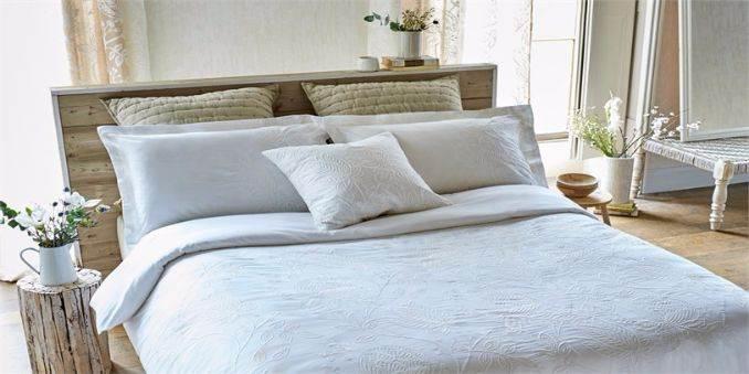 3-Harlequin-Bedding-Spring-Summer-2016-Purity-bedding-home-accessories-Colette-design-floral-bedding-white-linen-calming-bedroom-2