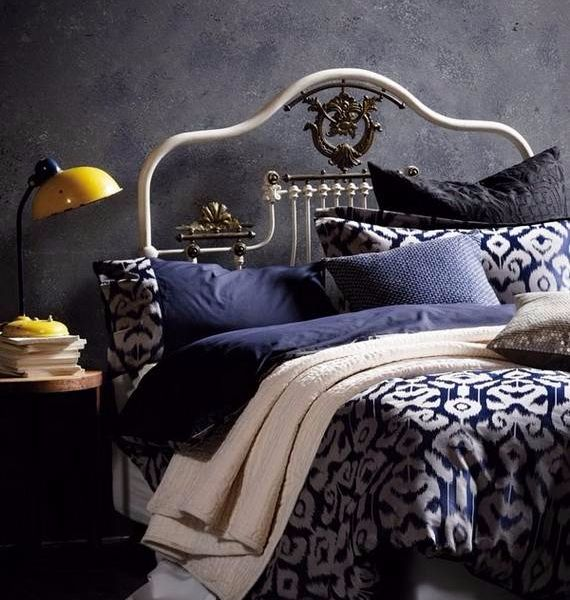 spooky-bedroom-decor-with-subtle-halloween-atmosphere_07