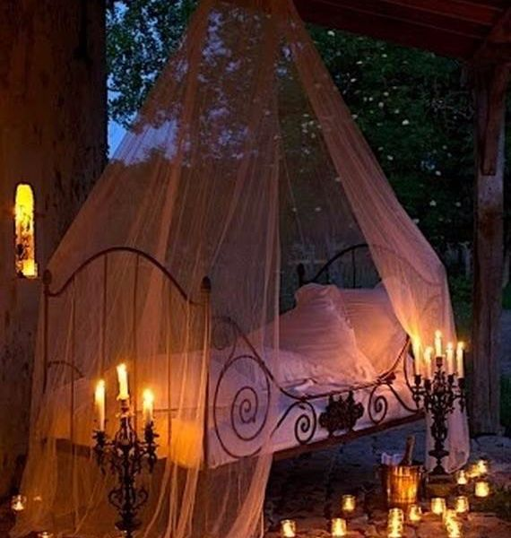 30 Spooky Bedroom D 233 Cor Ideas With Subtle Halloween