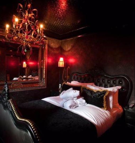 Great Spooky Bedroom Decor With Subtle Halloween Atmosphere_20
