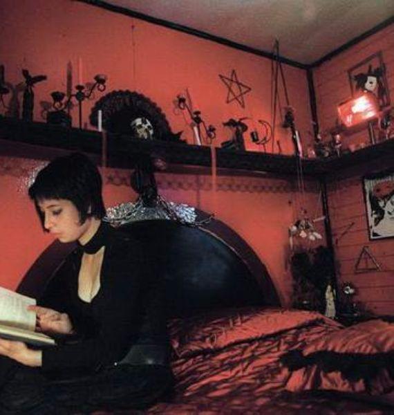 Best 25+ Creepy home decor ideas on Pinterest | DIY Halloween ...