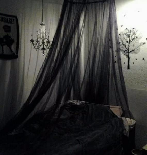 spooky-bedroom-decor-with-subtle-halloween-atmosphere_24