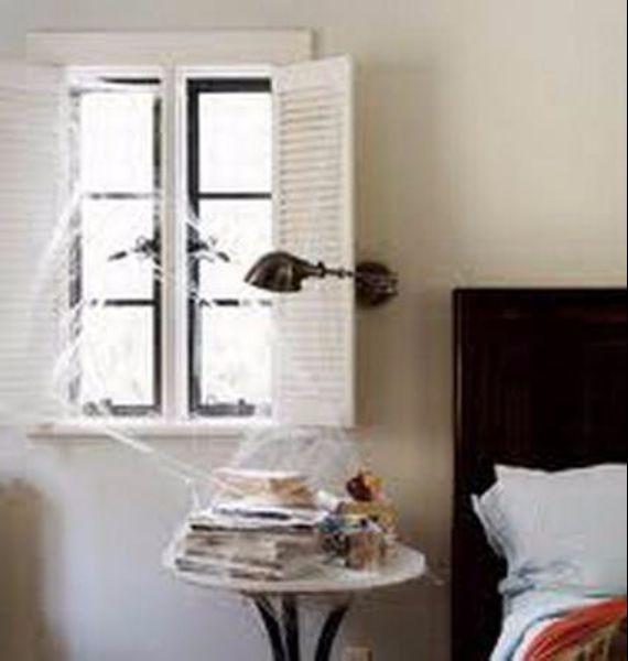 30 Spooky Bedroom Décor Ideas With Subtle Halloween  ~ 054013_Halloween Bedroom Decor Ideas