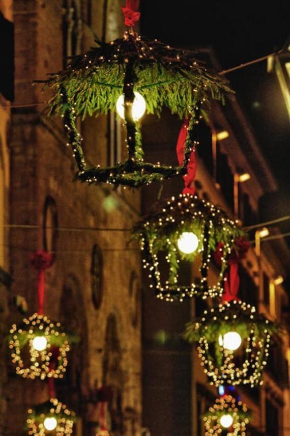 10 - Rustic Glam Hanging Christmas Lanterns;