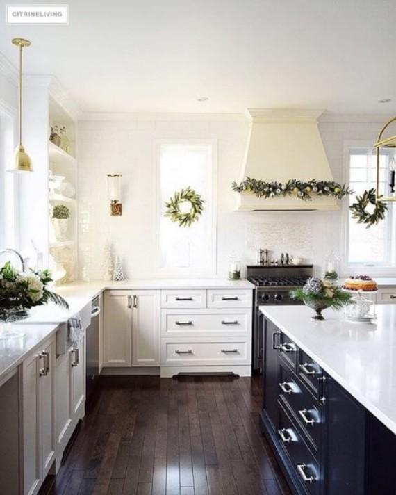 Minimal Christmas Kitchen Décor;