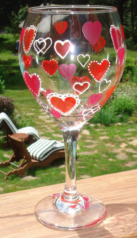 Decorated glasses for Valentine's Day