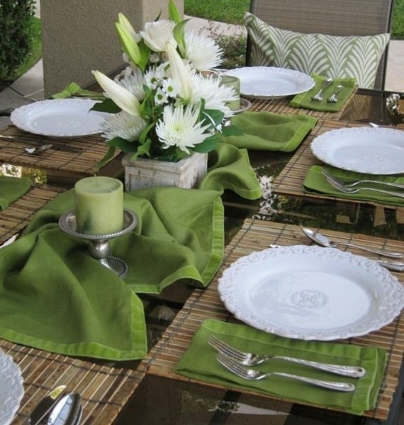 Easter decoration in white and green